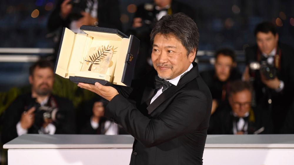 Festival de Cannes, Director Hirokazu Kore-eda gana Palma de Oro. Fuente: Life and Style.com