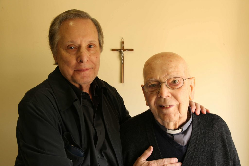 The Devil and Father Amorth. Fuente: Phoenixnewtimes.com