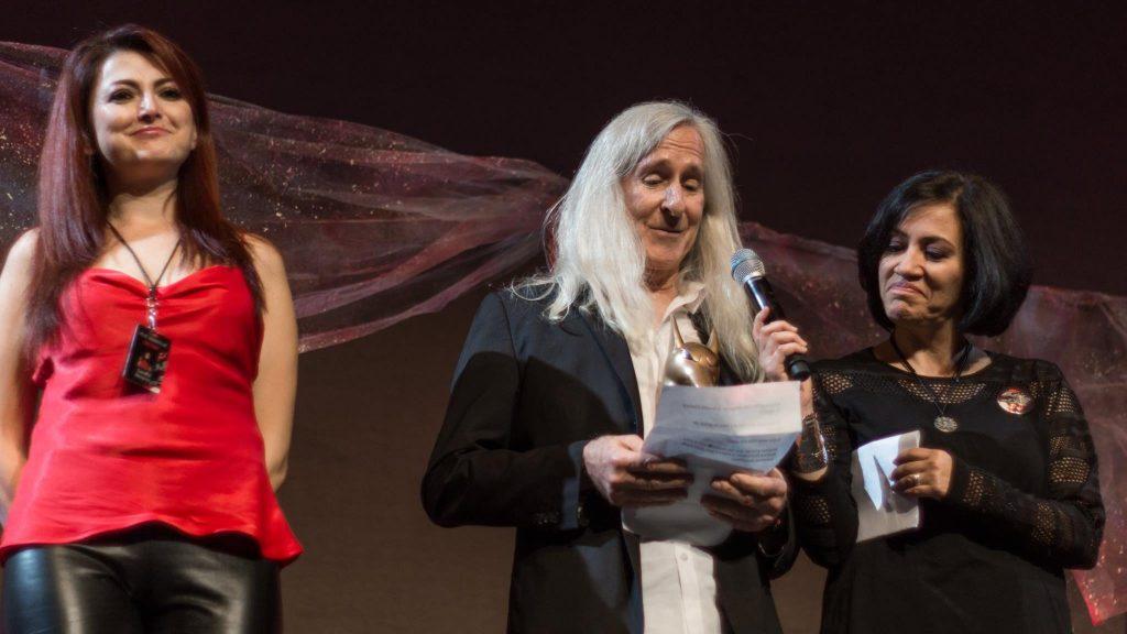 Macabro XVII. Sandra Becerril (izquierda) Mick Garris (centro) Edna Campos (derecha). Cortesía: Macabro