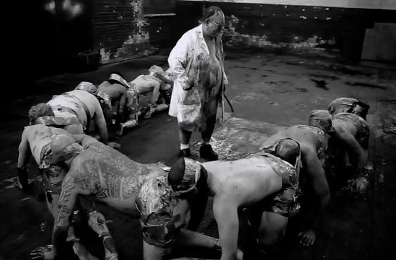 El ciempiés humano. Fuente: Bloody Disgusting.com