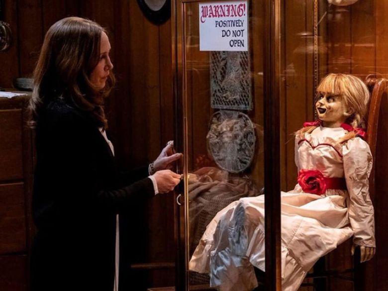 Hombre fallece en sala de cine viendo Annabelle 3